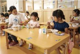 保育教諭の一日、給食の準備・給食開始